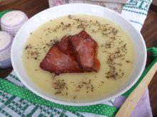 Zupa krem z białych warzyw i z chipsem z boczku
