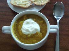 Zupa krem z dyni z maślano-serowymi grzankami