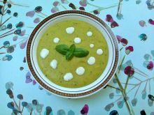 Zupa krem z zielonego groszku z płatkami