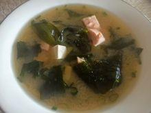 Zupa miso z łososiem i tofu