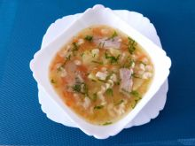 Zupa na żeberkach z zacierkami