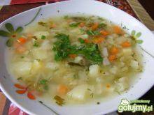 Zupa ogórkowa na kości wędzonej