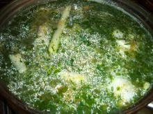 Zupa ogórkowa na kurczaku z natka pietruszki