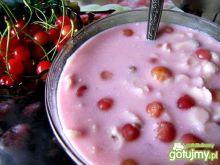 Zupa owocowa z czereśni z makaronem