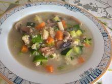 Zupa pieczarkowa z cukinią i kaszą jaglaną