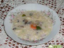 Zupa pieczarkowa z makaronem i cebulą