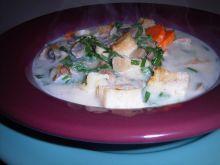 Zupa pieczarkowa z wiosennymi ziołami  ogrodu