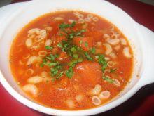Zupa pomidorowa z bazylią i makaronem