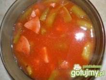 Zupa pomidorowa z fasolką  i parówkami