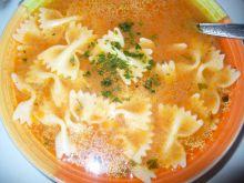 Zupa pomidorowa z makaronem kokardki