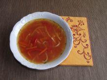 Zupa pomidorowa z papryką i kiełkami bambusa