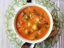 Zupa pomidorowa z ryżem i brukselką