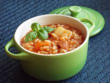 Zupa pomidorowa z ryżem na wędzonym boczku
