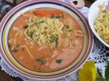 Zupa pomidorowa zabielana z domowym makaronem