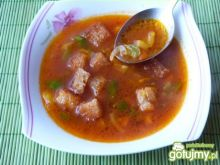 Zupa pomiodorowa z papryką i grzankami