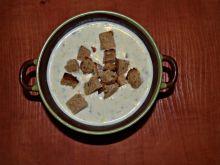 Zupa porowo-serowa z grzankami