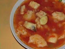 Zupa rybna z harissą i kluseczkami kładzionymi