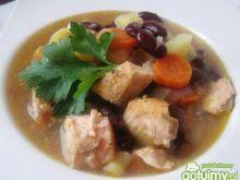 Zupa rybna z łososia i czerwonej fasoli