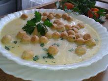Zupa serowa groszkiem ptysiowym