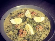 Zupa szpinakowa z pulpecikami i jajkiem