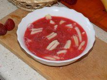Zupa truskawkowa z makaronem i miętą