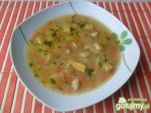 Zupa warzywna z czosnkowymi grzankami
