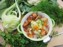 Zupa warzywna z grzankami i boczkowymi chipsami