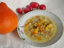 Zupa wielowarzywna z soczewicą