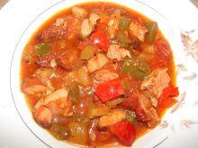 Zupa z boczkiem i kolorowymi paprykami