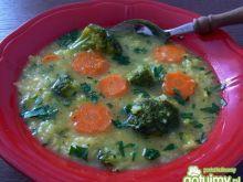 Zupa z brokułami i piersią z kurczaka