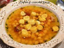 Zupa z ciecierzycy z grzankami