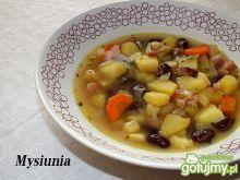 Zupa z czerwonej fasoli na boczku
