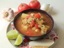 Zupa z drobną fasolką i selerem naciowym