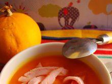 Zupa z dyni z szynkowym makaronem