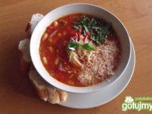 Zupa z fasolą i makaronem