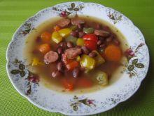 Zupa z fasoli malinki z papryką i kiełbasą