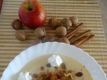Zupa z jabłek z cynamonowymi grzankami