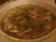 Zupa z karczkiem i zieloną papryką