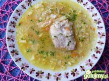 Zupa z kaszą jęczmienną na żeberkach