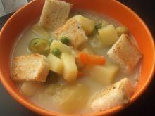 Zupa z kaszy jęczmiennej z warzywami i grzankami