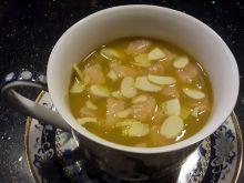 Zupa z łososiem i migdałami