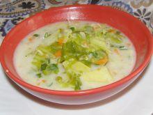 Zupa z młodej kapusty na śmietanie i maśle