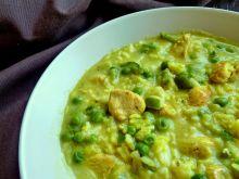 Zupa z piersią z kurczaka, groszkiem i curry