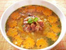 Zupa z soczewicy z pomidorami i bazylią