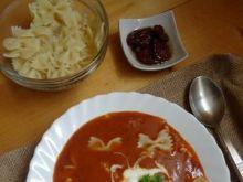 Zupa z suszonymi pomidorami