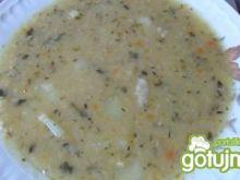 Zupa ziemniaczana z połówkami grochu