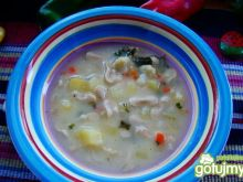 Zupka kalafiorowa z razowymi kokardkami