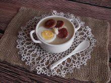 Żurek-krem z pieczoną kiełbasą, jajkiem i chrzanem