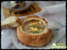 Żurek podany w chlebie