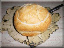 Żurek z kiełbaską j jajkiem w chlebku